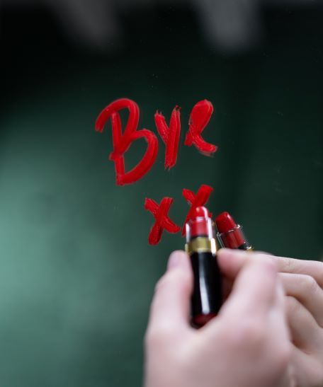 Is it over? Signs that indicate it is time to breakup in a relationship